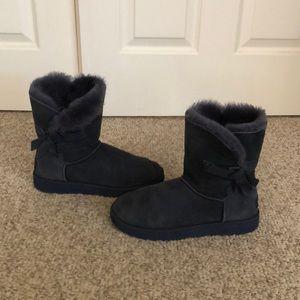 Ugg blue classic knot sheepskin short boots sz 9